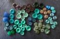 A saisir ! lot de 67 boutons dans les tons verts, marron et bleu - mix taille et couleur