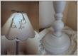 Lampe avec abat-jour en linge brodé