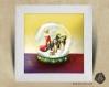 Cadre carré 25x25 cadeau naissance avec illustration suricates dans boule à neige pour chambre enfant bébé