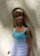 Robe blanche et turquoise pour barbie