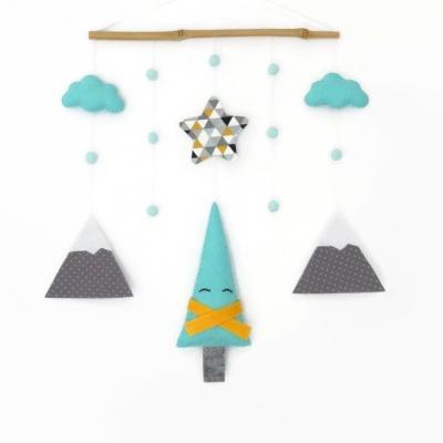 Cadeau de naissance mobile bébé pour décoration de chambre d'enfant. décoration murale renard tipi nuage plume.  cadeau bébé ou baby shower