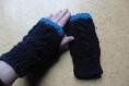 Mitaines torsadées, bleu marine, bordure turquoise100% laine