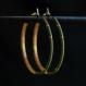 Créoles fines vert avocat et or, en titane pur et perles de verre - boucles d'oreilles hypoallergéniques sans nickel