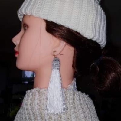 Boucle d'oreille vintage ponpon
