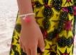 Duo bracelets mère/fille en perles bois naturel, pompon fuschia et lune en nacre