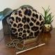 Sac rond - cuir végan léopard