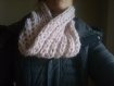 Snood  epais en laine rose  fait main