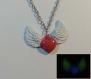 Collier saint valentin coeur et ailes phosphorescent