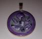 Médaillon violet effet pierre