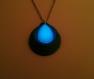 Pendentif goutte d'eau bleu vert phosphorescent