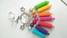 Porte clé maîtresse atsem sept crayon sept couleurs en fimo fait main perle magique cadeau fin d'année scolaire remerciement fin d'année