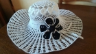Chic et élégant chapeau au crochet de coton  blanc modèle unique t56-57