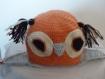 Bonnet hibou orange avec bordure grise au crochet entièrement fait main fermeture sous le cou