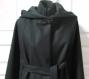 Veste-cape romantique à large capuche en laine noire , fermeture crochet laiton ou brandebourg
