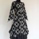 Longue tunique femme en coton noir imprimé motifs feuilles blancs, col rond et boutons