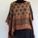 Pull poncho, couvre épaule, viscose tissée, dessins abstrait, réversible, brun , safran et noir