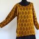 Tunique top jaune tournesol, douce et soyeuse en soie à dessin fleurs, manches longues , col rond