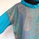 Pull femme en pure laine tissée bleu, turquoise et ocre, manches et laine bleues unies