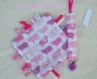 Attache sucette et doudou étiquettes coordonné moutons roses