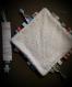 Cadeau de naissance : doudou carré étiquettes et attache sucette assorti etoiles rose fluo et gris