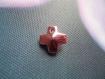 Croix rose pâle en pendentif 14 x 14 mm par lot de 3