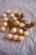 Assortiment perles rondes en plastique ambre et écru