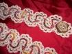 Ceinture au crochet écrue rebrodée lamé tons rouges