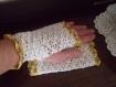 Mitaines romantiques dentelles a bordure doree au crochet
