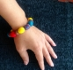 Bracelet multicolore et boucles d'oreilles