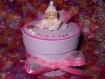 Petite boîte ronde en bois rose bébé baptême