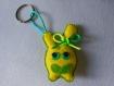 Porte-clés peluche doudou jaune en feutrine