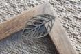 Breloque filigrane en forme de feuille