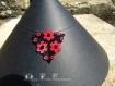 Collier pendentif triangulaire coquelicots
