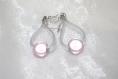 Boucles d'oreilles pendantes pvc et perles magiques roses