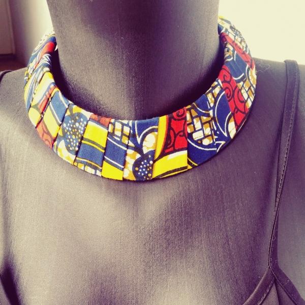 b863ae82bb12c Collier en tissu wax(pagne africain) multi color   collier-et ...