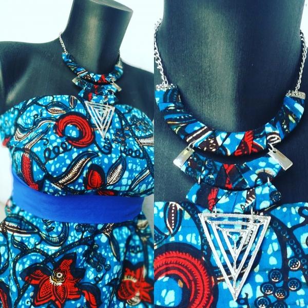 a6498d41d3963 Collier en tissu wax(pagne africain) couleur bleue   collier-et ...