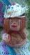 """Statuette """"maman singes avec son bébé chapeau en pailles et fleurs """"sur coque de noix de coco décor"""