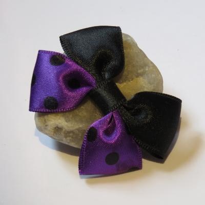 58ad9f4440244 Pince crocodile métal 4 cm avec petit noeud papillon en tissu satin noir et  violet à gros pois noirs