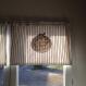 Cantonnière en coton et dentelle motif toile de jouy