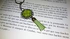 Porte clé vintage, son pompon - cabochon - fleurs vertes