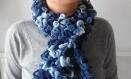 Echarpe à volants pompons dégradé de bleu