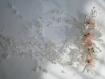 Peigne coiffe mariage avec fleurs roses et blanches et cascades de perles
