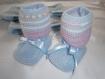 Gilet layette fille 3 mois, bleu ciel et rose, chaussons assortis, tricoté main