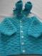 Gilet bleu turquoise 6 mois layette, tricoté à la main