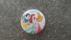 Badge épingle princesses aurore, ariel et blanche neige