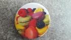 Badge épingle gourmand - macarons et fruits