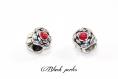 Perle charm style pandora, en métal avec fleurs, et strass rouge transparent - m73
