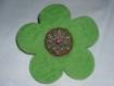 Broche en laine bouillie verte