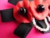 Grande broche en tissu rouge et noir faite main fleurs et perles