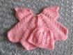 Bébé: ensemble gilet et bonnet au crochet de couleur rose